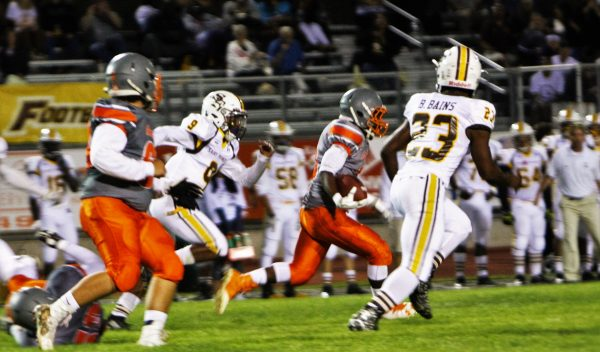 Nigel Warren leads the charge to the end-zone, with the Lancers close behind.