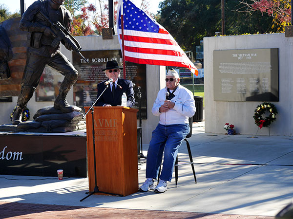 Narrator Danny Martin introduces Pearl Harbor vet Lester Lindow (photos Jordan Elgrably).